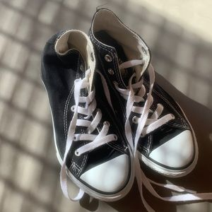 Converse Hightop sneakers 3 black and white
